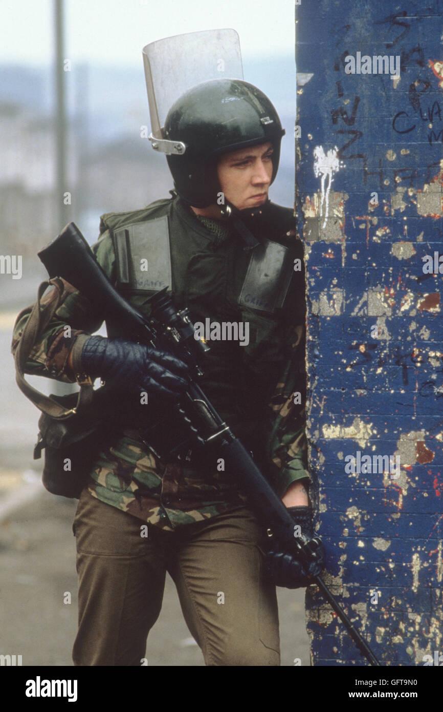 Soldat der britischen Armee 1980 s Belfast in Nordirland UK HOMER SYKES Stockbild