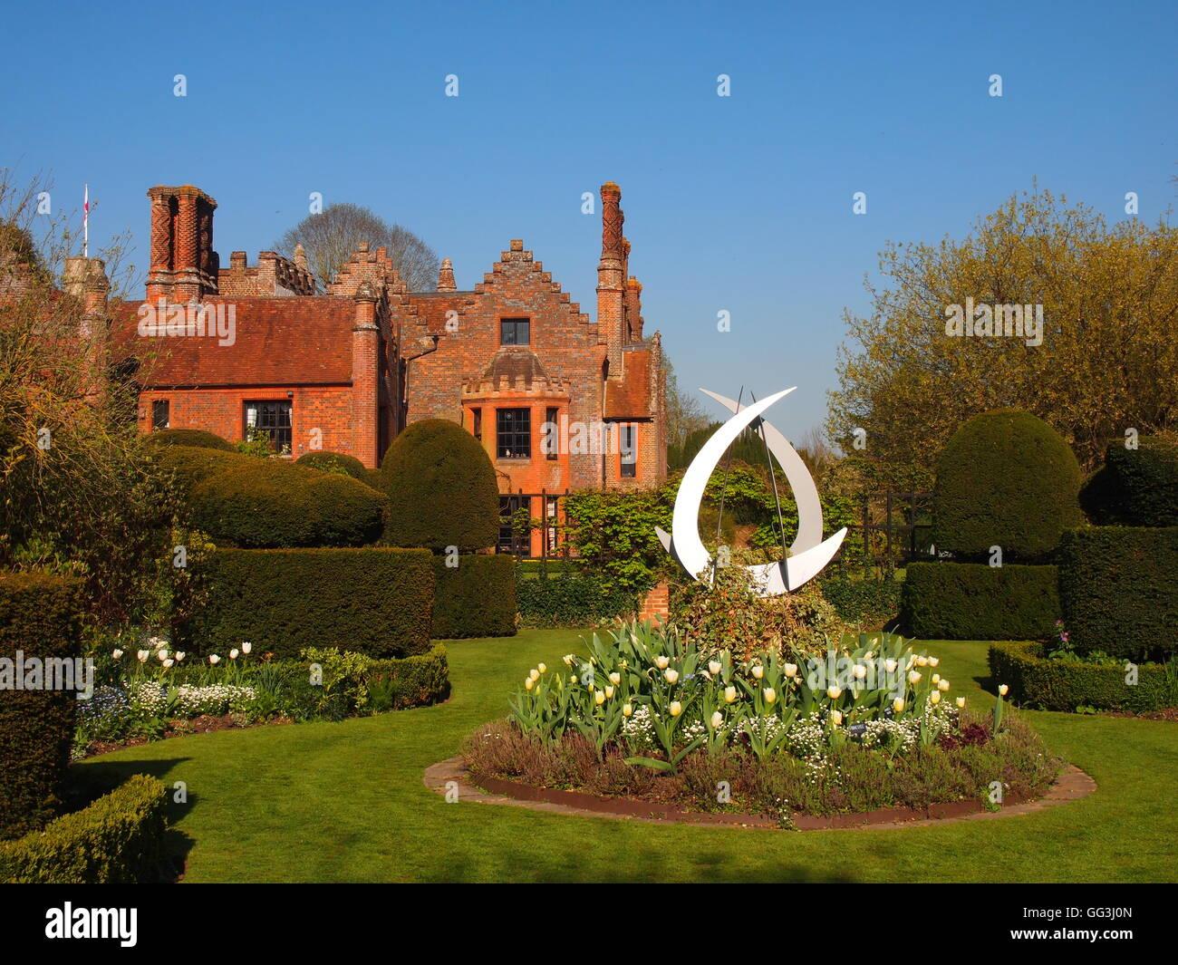 Chenies Manor Weisse Garten Mit Blick Auf Das Haus Rundes Beet Mit