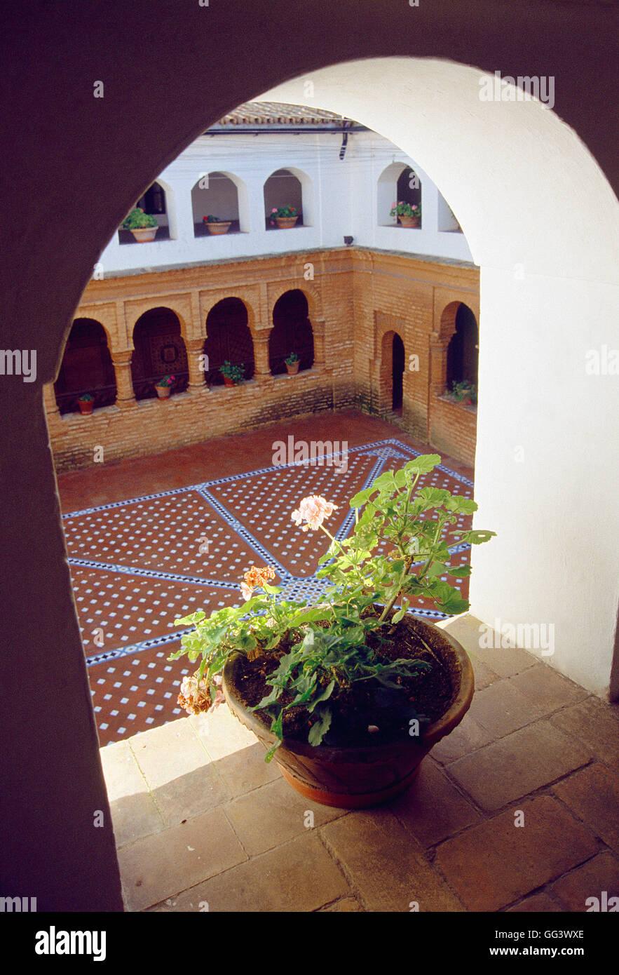 Im Mudéjar-Stil Kreuzgang. Kloster La Rabida, Huelva, Spanien. Stockbild