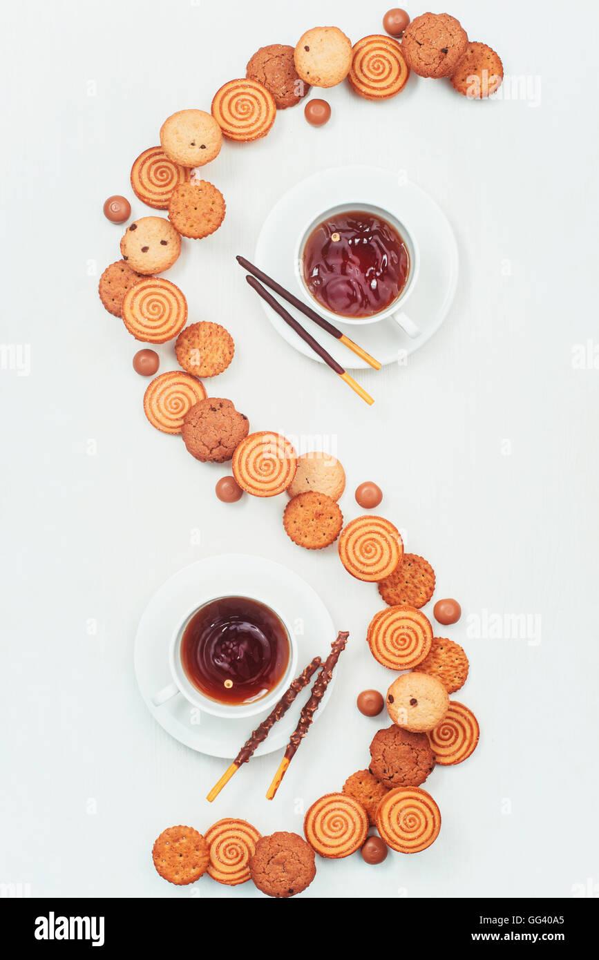 Kaffee und Kekse für zwei Stockbild