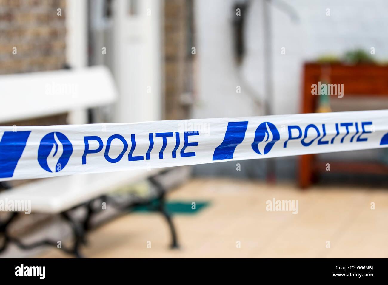 Belgische Polizei / Politie tape am Tatort, Belgien Stockbild