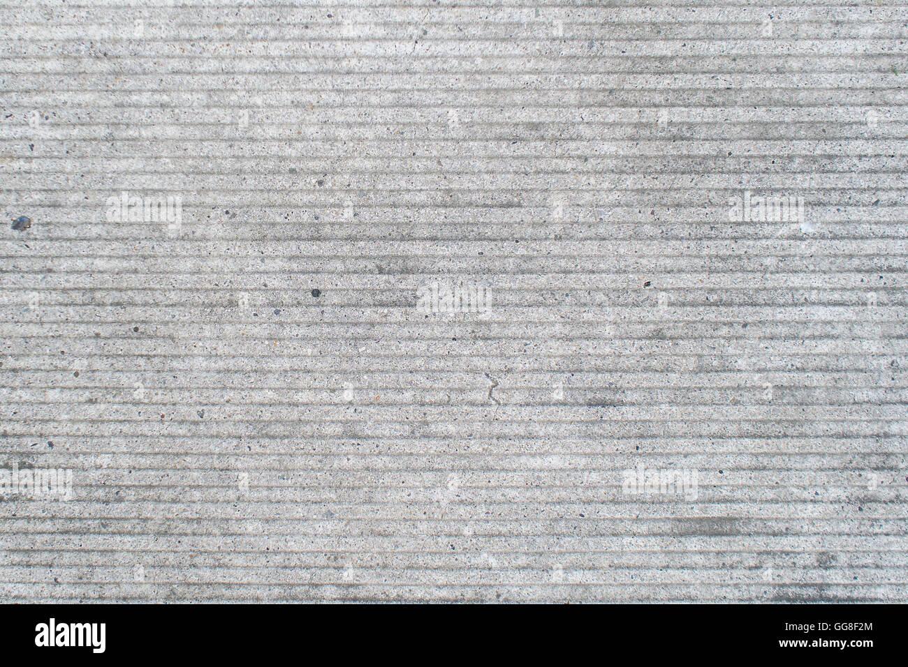 Detailansicht der grauen Fassade Beton mit horizontalen Linien Stockbild