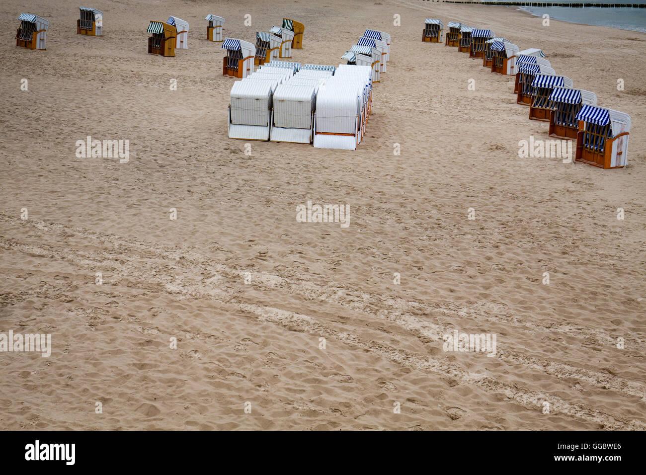 Strandkorb vor Beginn der Saison. Stockbild