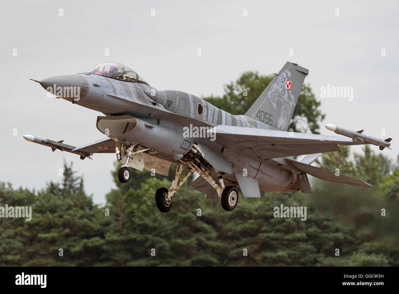 "F-16 Fighting Falcon ""Tiger-Demo-Team"" polnische Luftwaffe beim Royal International Air Tattoo 2016 Stockbild"