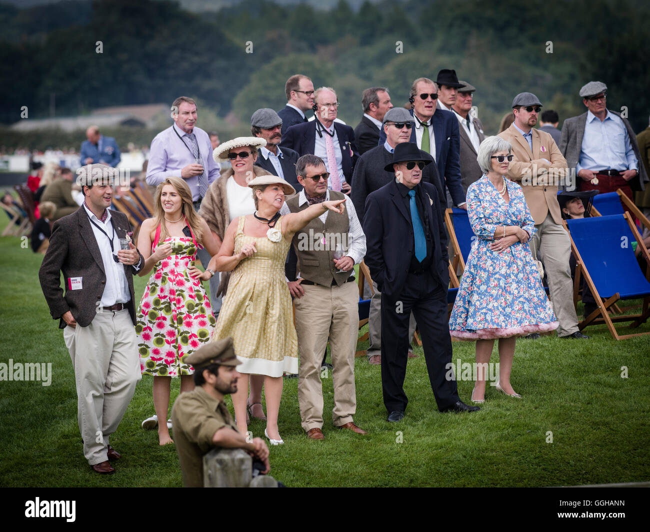 Besucher, Goodwood Revival 2014, Rennsport, Oldtimer, Goodwood, Chichester, Sussex, England, Großbritannien Stockbild