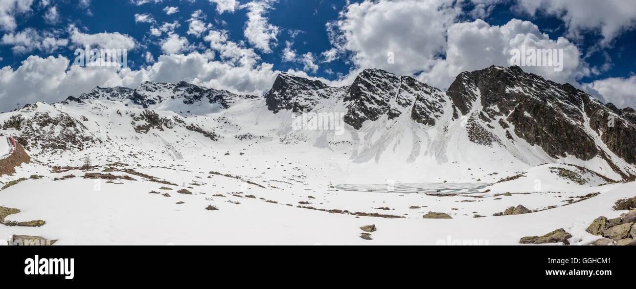 Zugefrorener Bergsee Im Ahrntal Stockbild