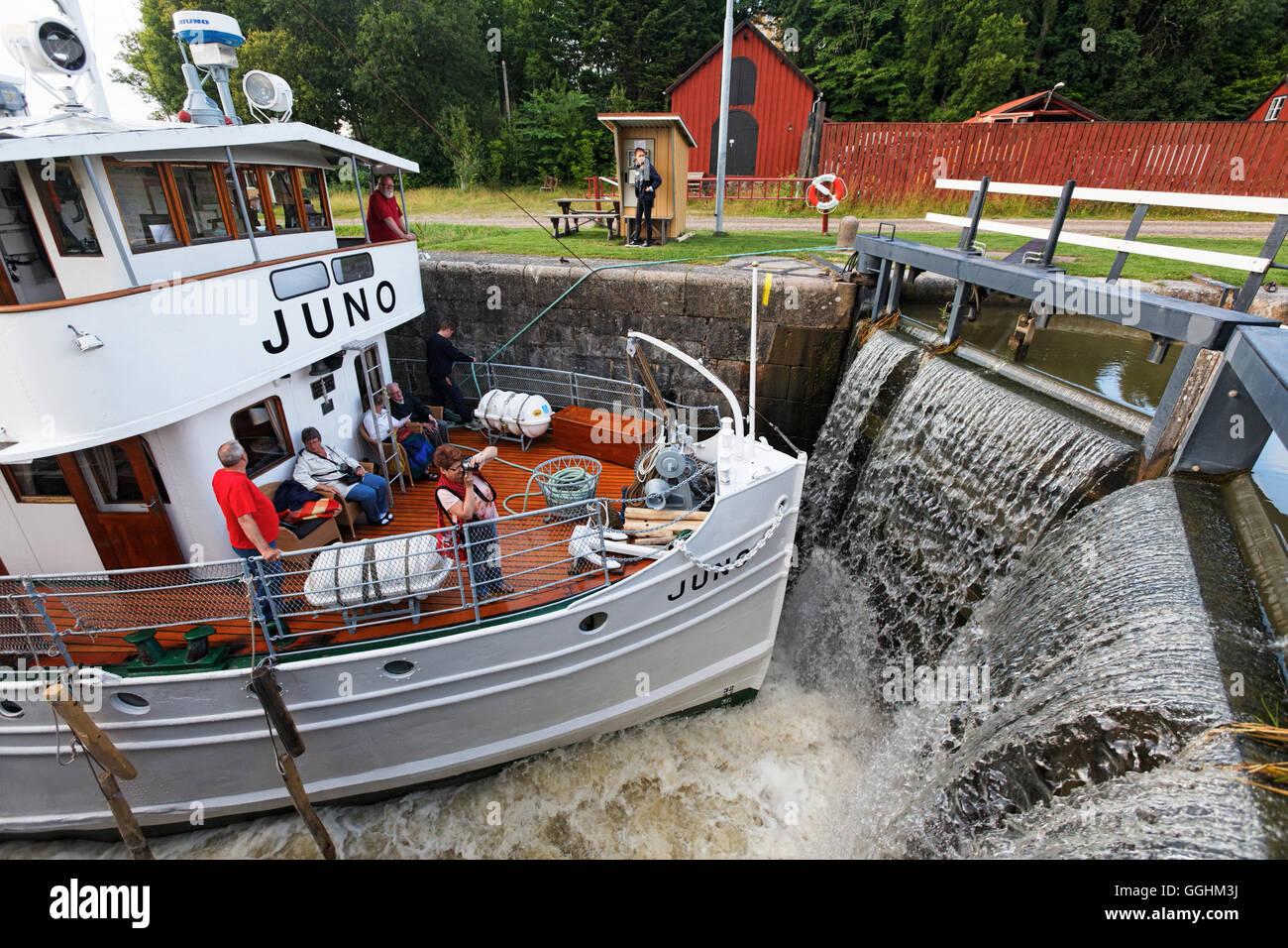 Historischen Kanalboot Juno in eine Sperre, Göta Kanal, Norrkoeping, Schweden Stockfoto