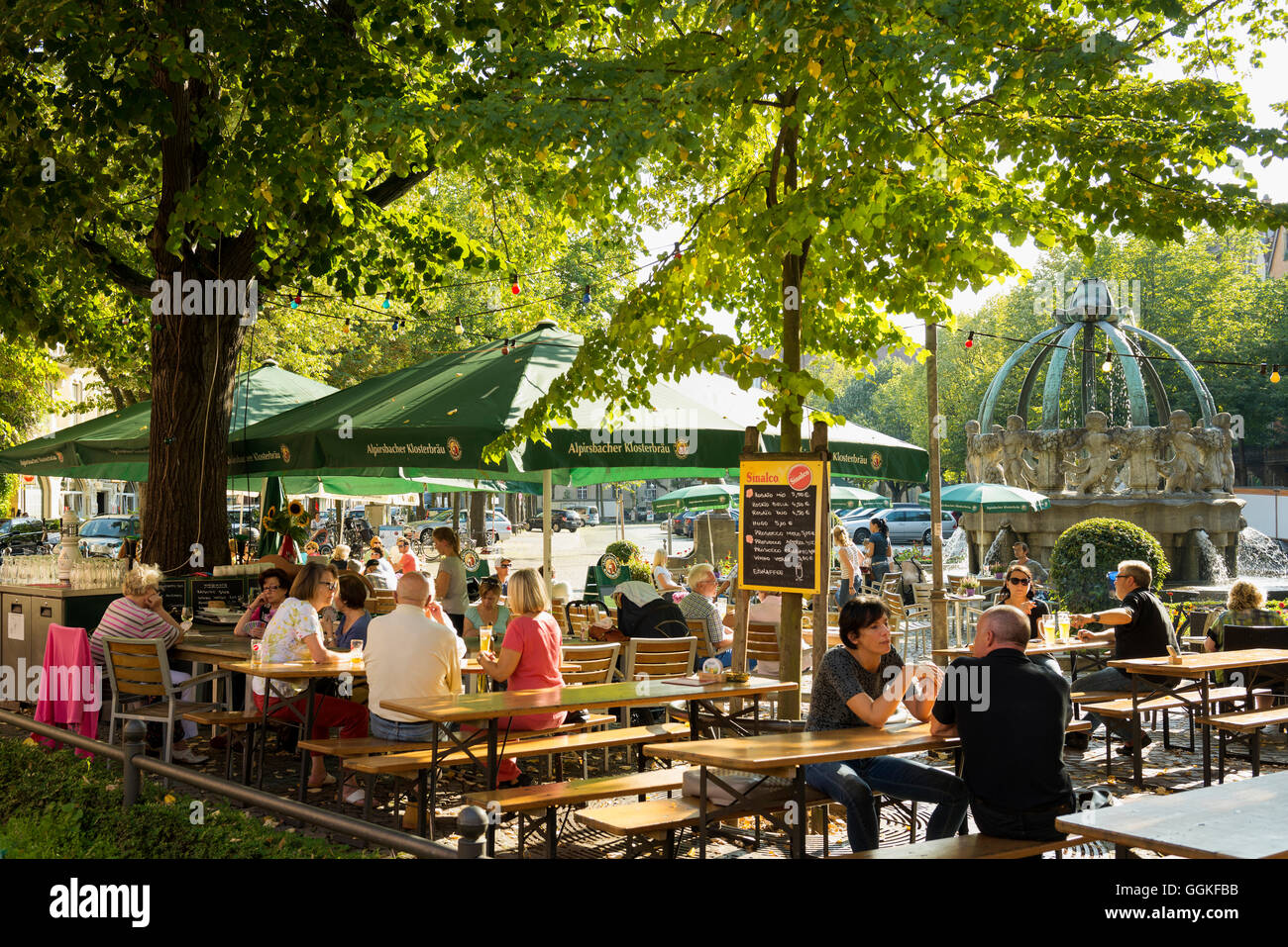 bier garten gutenbergplatz karlsruhe baden w rttemberg deutschland stockfoto bild. Black Bedroom Furniture Sets. Home Design Ideas