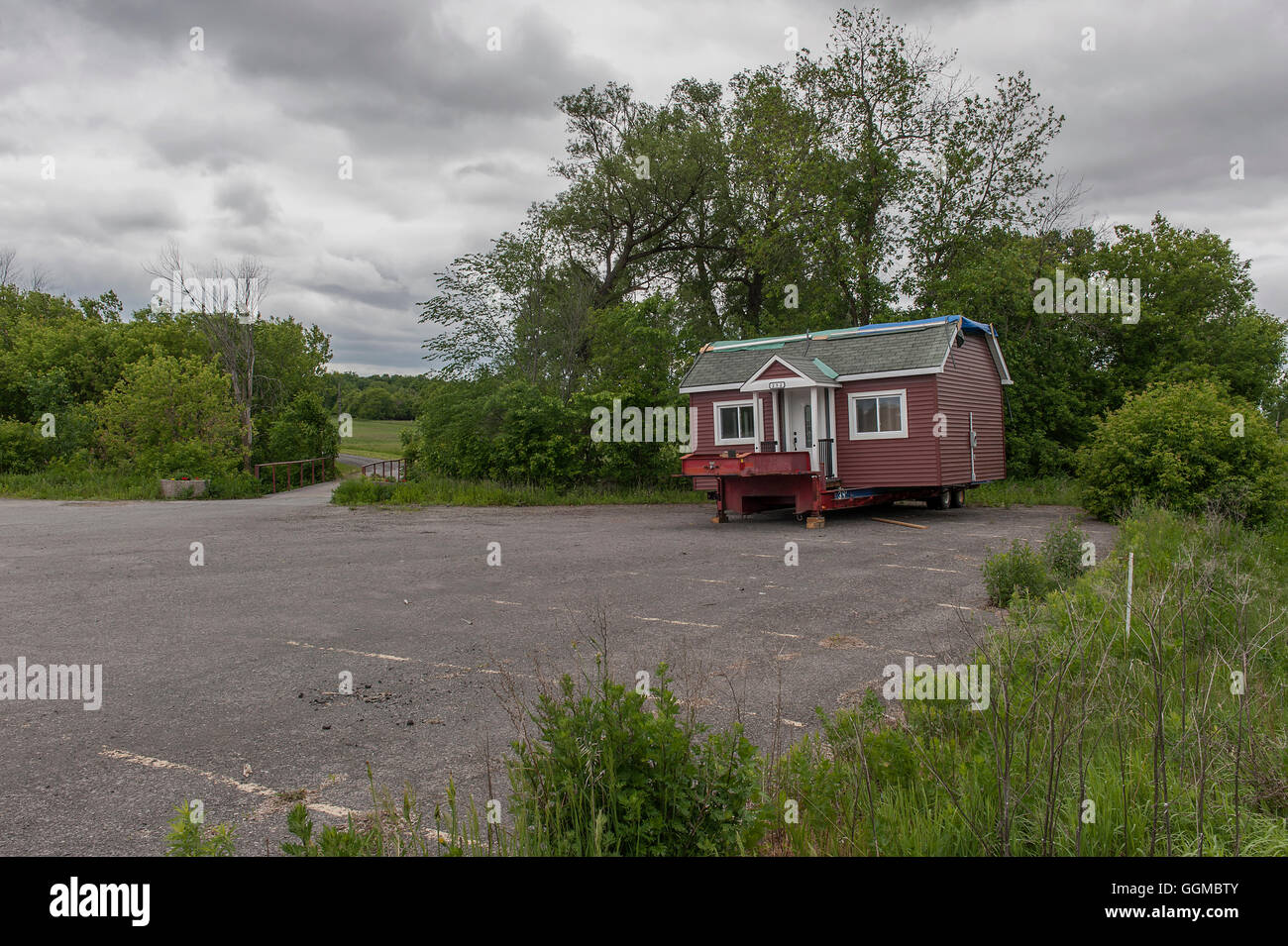 moving trailer house stockfotos moving trailer house bilder alamy. Black Bedroom Furniture Sets. Home Design Ideas