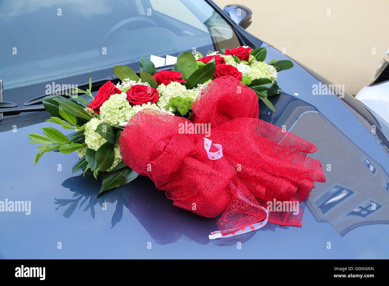 Hochzeitsblumen Auf Dem Auto Stockfoto Bild 113570849 Alamy