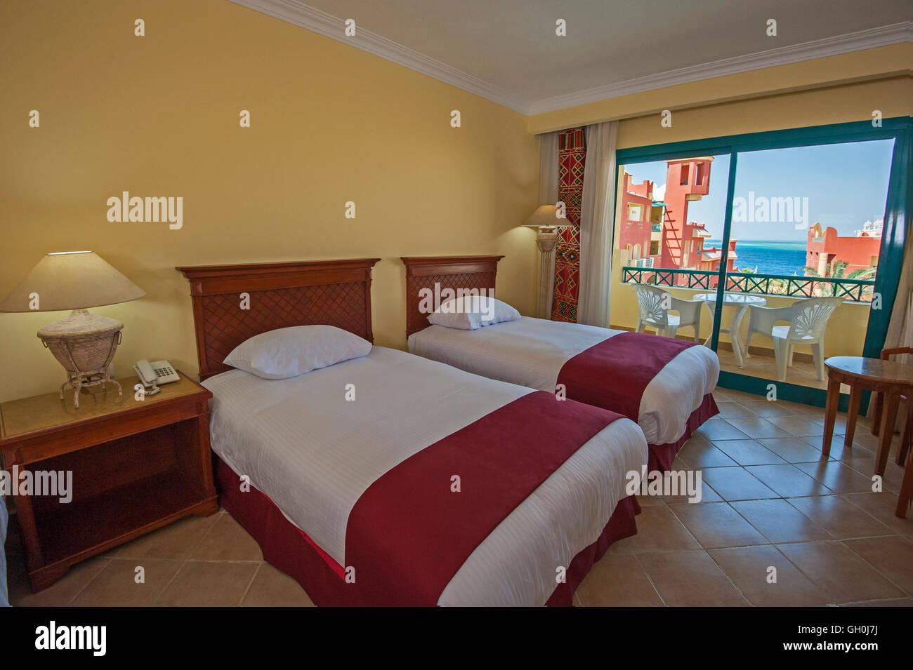 Die Gestaltung Des Innenraums Ein Luxus Hotel Tropical Resort Schlafzimmer  Mit Balkon Und Meerblick