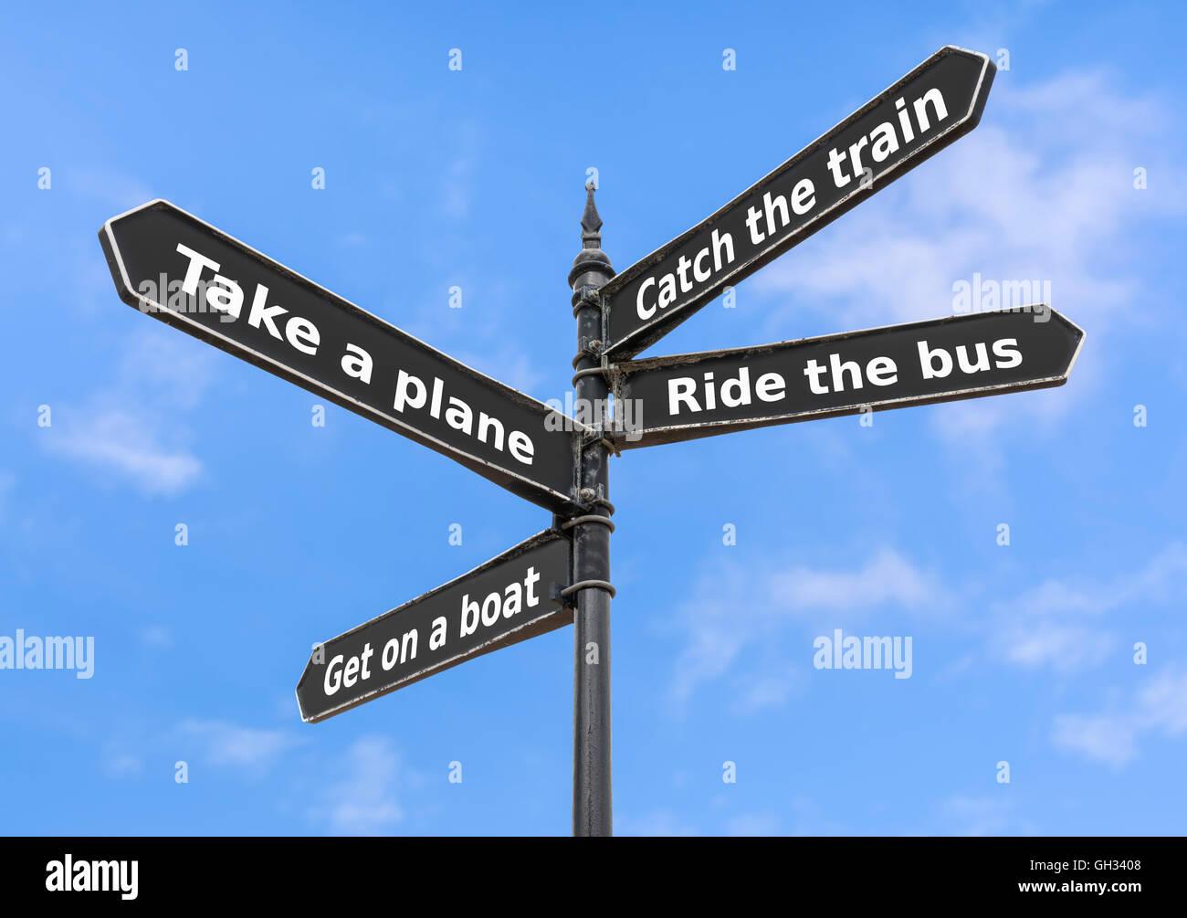 Transport-Optionen auf einem Finger Post-Schild. Stockbild