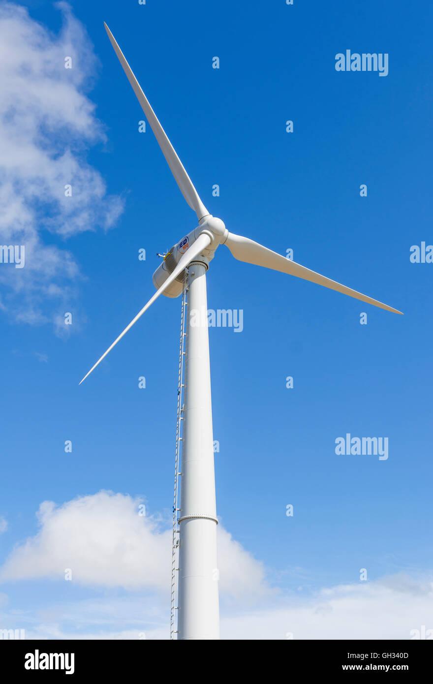 Windturbine zur Stromerzeugung in Shoreham, West Sussex, England, UK. Stockbild