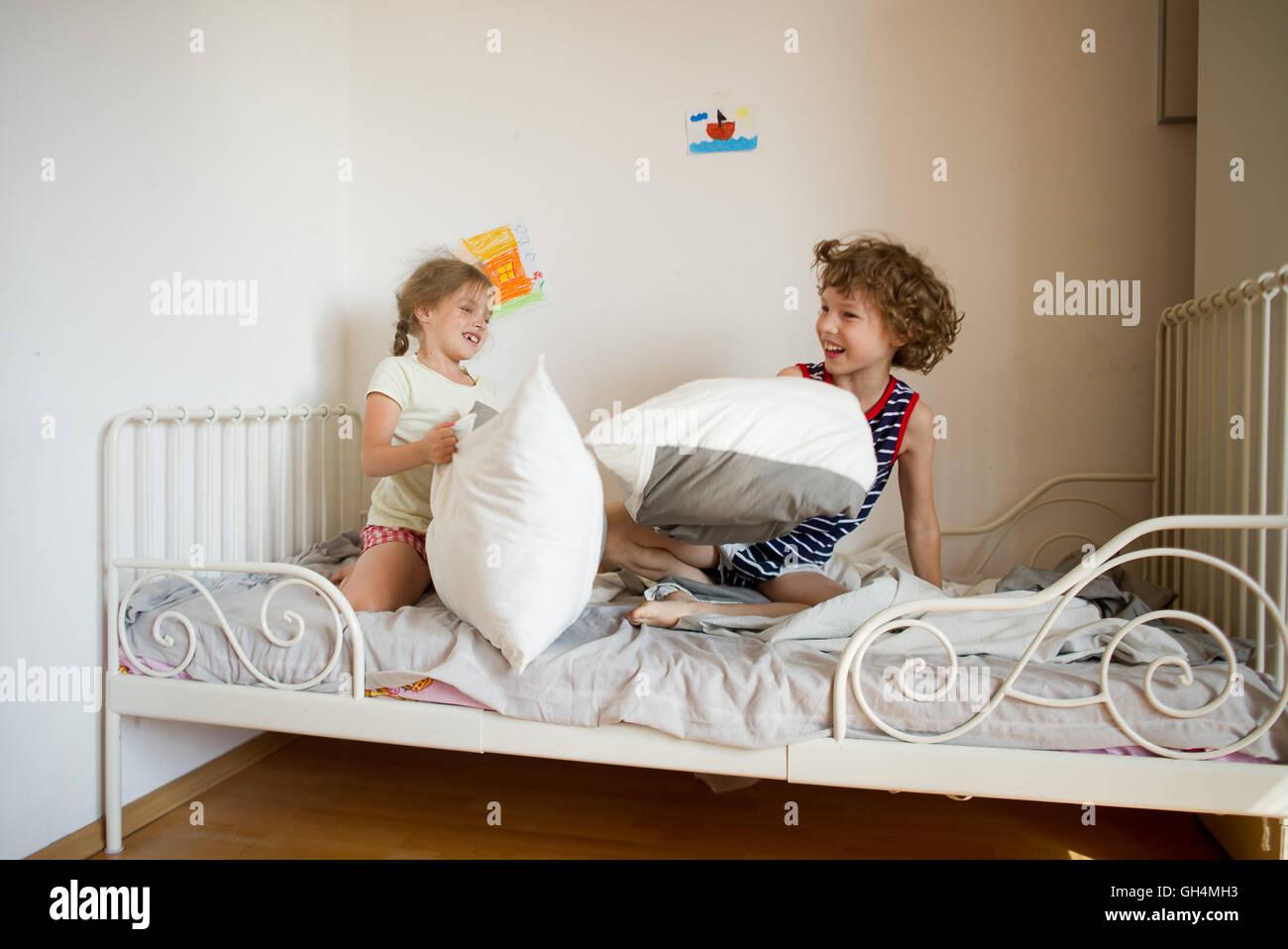 bett auf englisch 17 franz sische betten f r klassisch schlafzimmer bett beziehen englisch. Black Bedroom Furniture Sets. Home Design Ideas