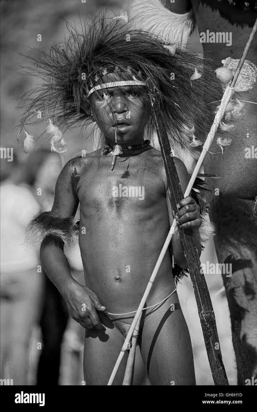 Ein Kind Mit Koteka Stockfoto Bild 113856441 Alamy