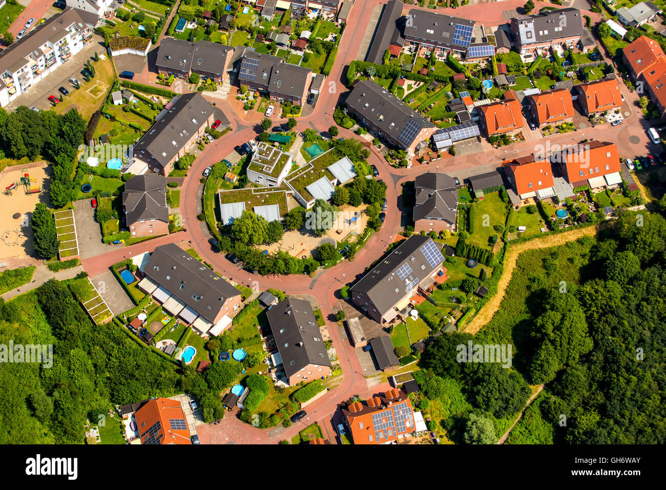 Luftaufnahme, Städt. Der Kindergarten Boy, Häuser Kreis, kreisförmige Siedlung im Johannestal 86, Stockbild