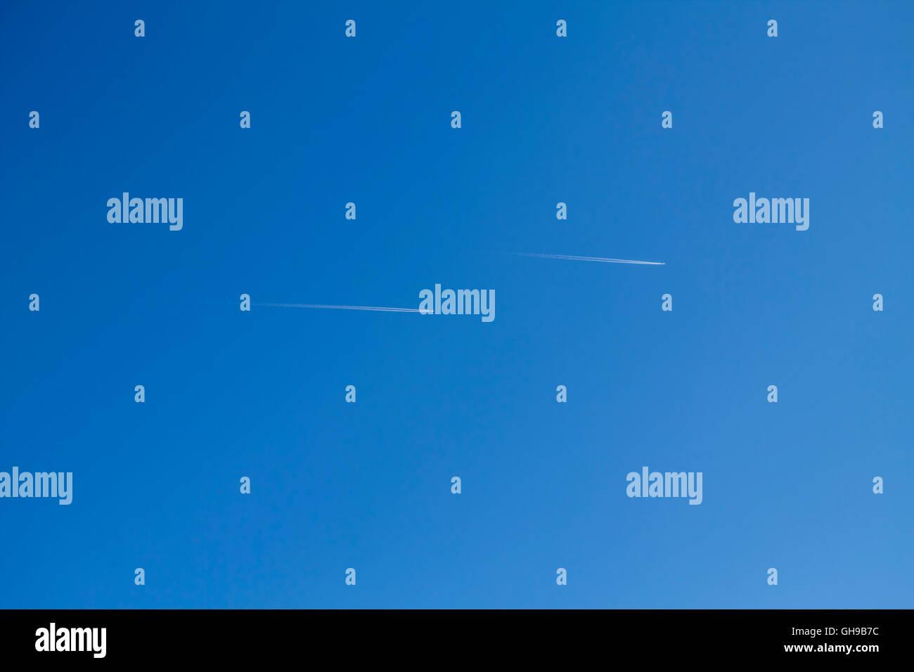 Flugzeuge bin Himmel Stockbild