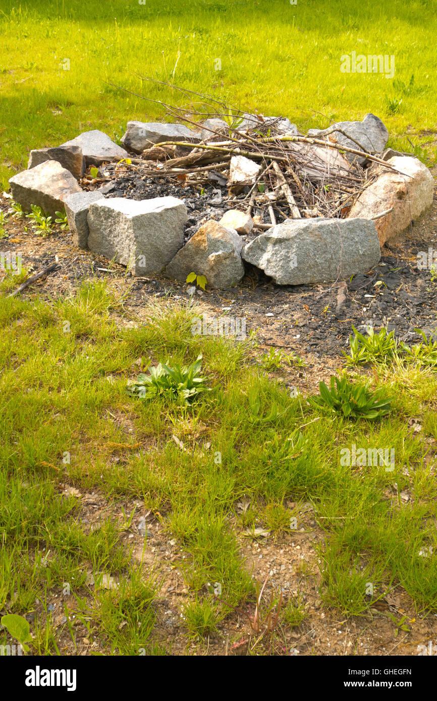 Feuerstelle Mit Steinen Im Kreis