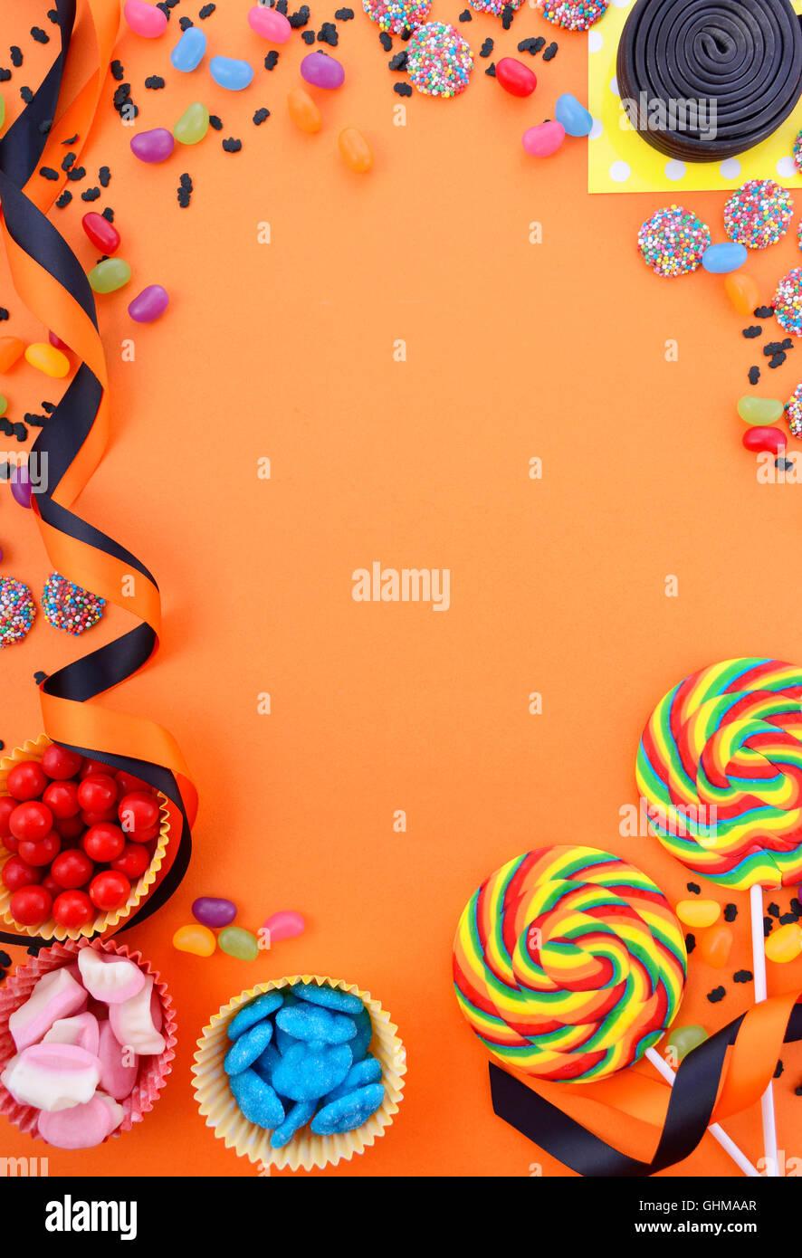 Halloween oder Kinder Geburtstag Süßigkeiten begünstigt auf einem ...