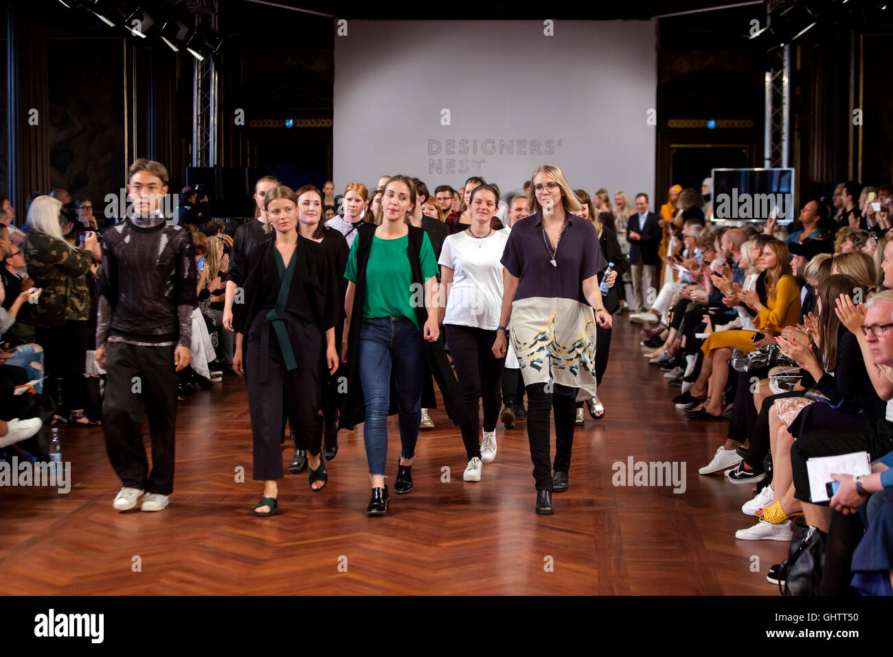 Kopenhagen, Dänemark, 10. August 2016:: Designer und Modelle auf dem Laufsteg während der Designer Nest Stockbild