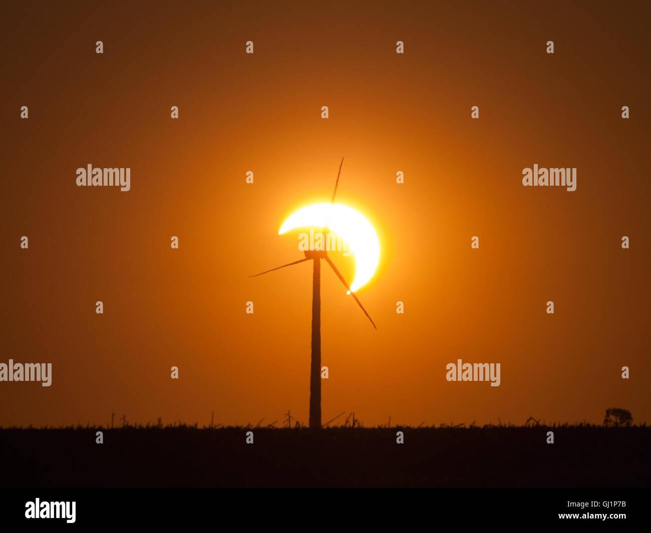 Windturbine und Sonnenfinsternis Stockbild