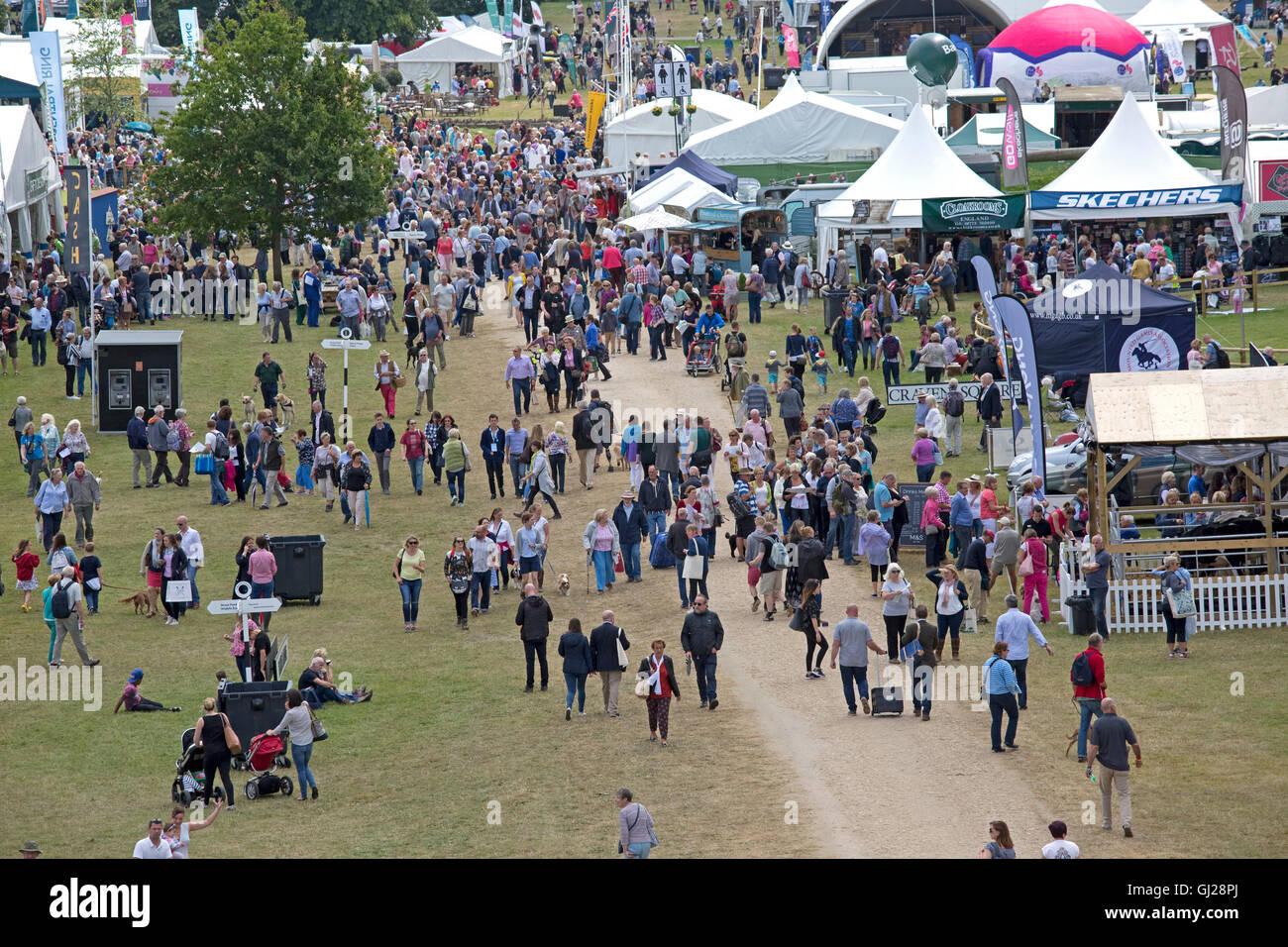 Scharen von Besuchern bei Countryfile Live am ersten Tag Blenheim Palace 2016 Woodstock UK Stockbild