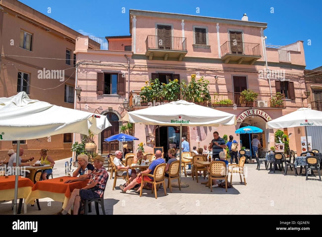 Am Dorfplatz von Forza d'Agro auf der Insel Sizilien, Italien Stockbild