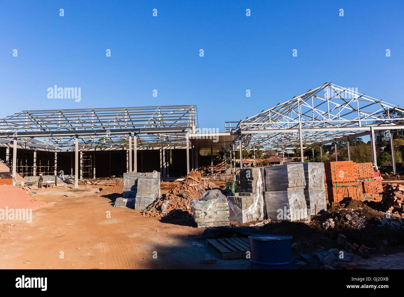 Mitte Hochbau mit Stahldach Rahmenkonstruktionen blockieren Ziegel ...