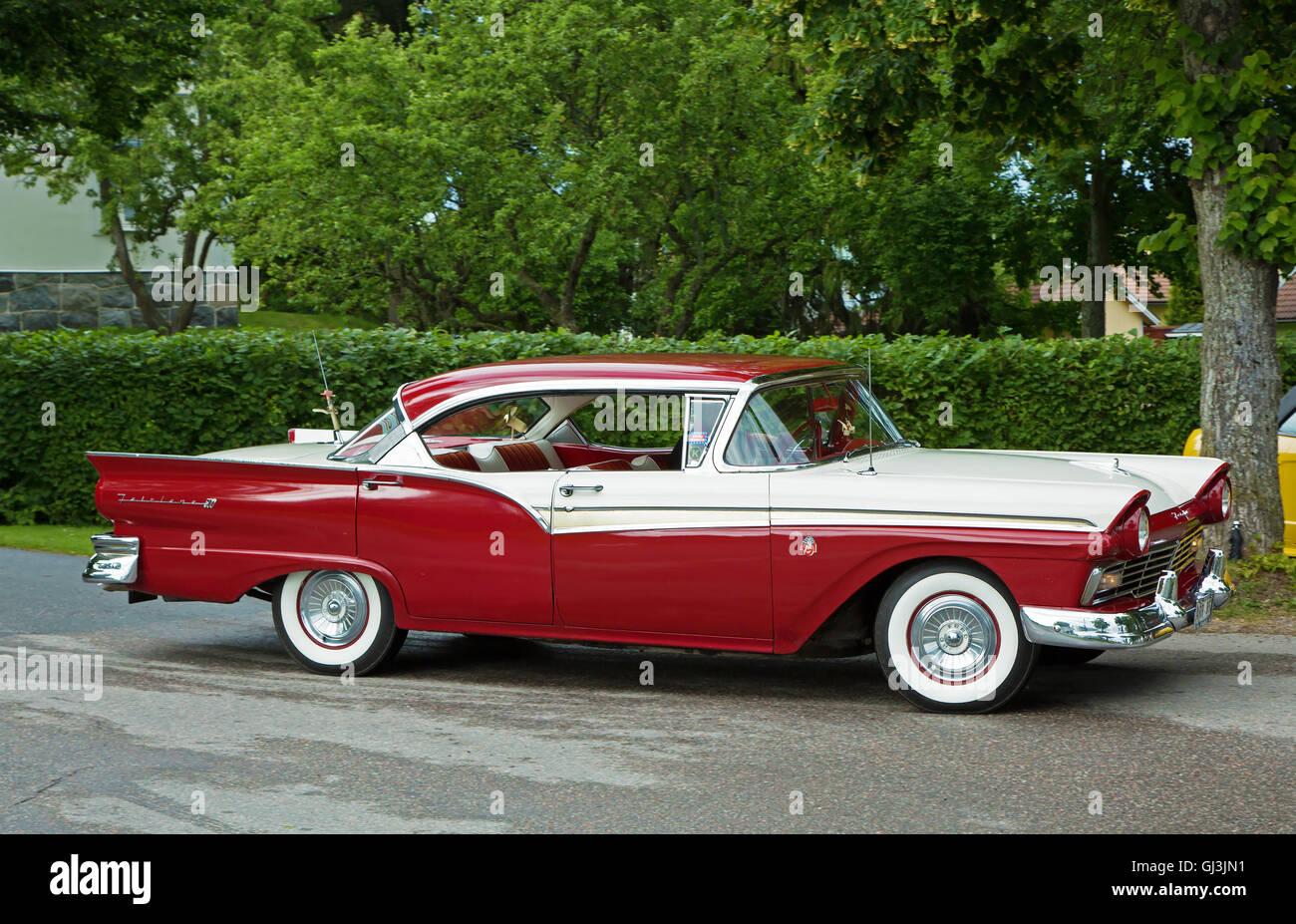 Ford Fairlane 500 Stadt Jahr 1957