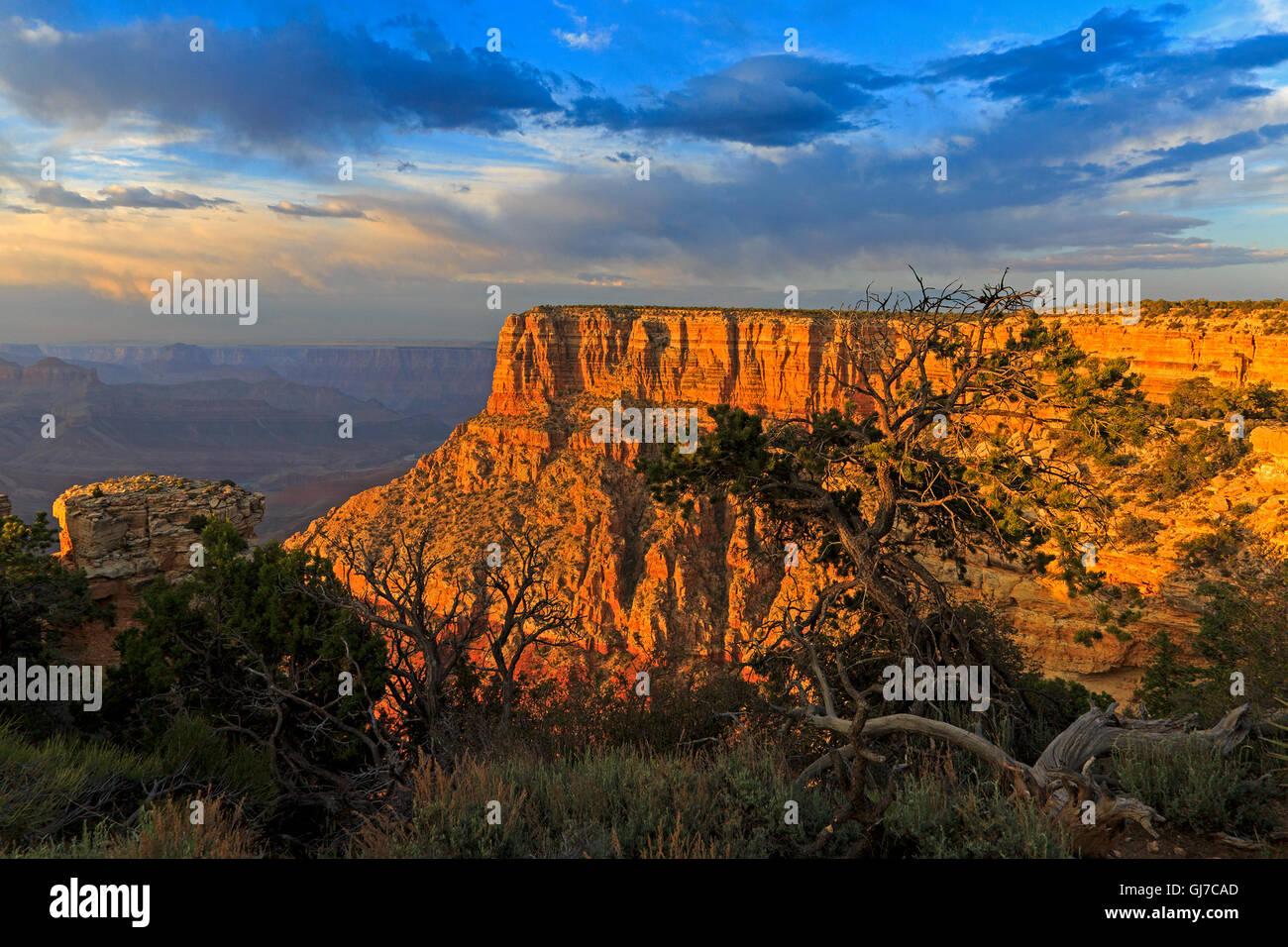 Eine beeindruckende rote Felsen Butte von der Ostseite des Moran Point in Grand Canyon Nationalpark in Arizona Stockbild