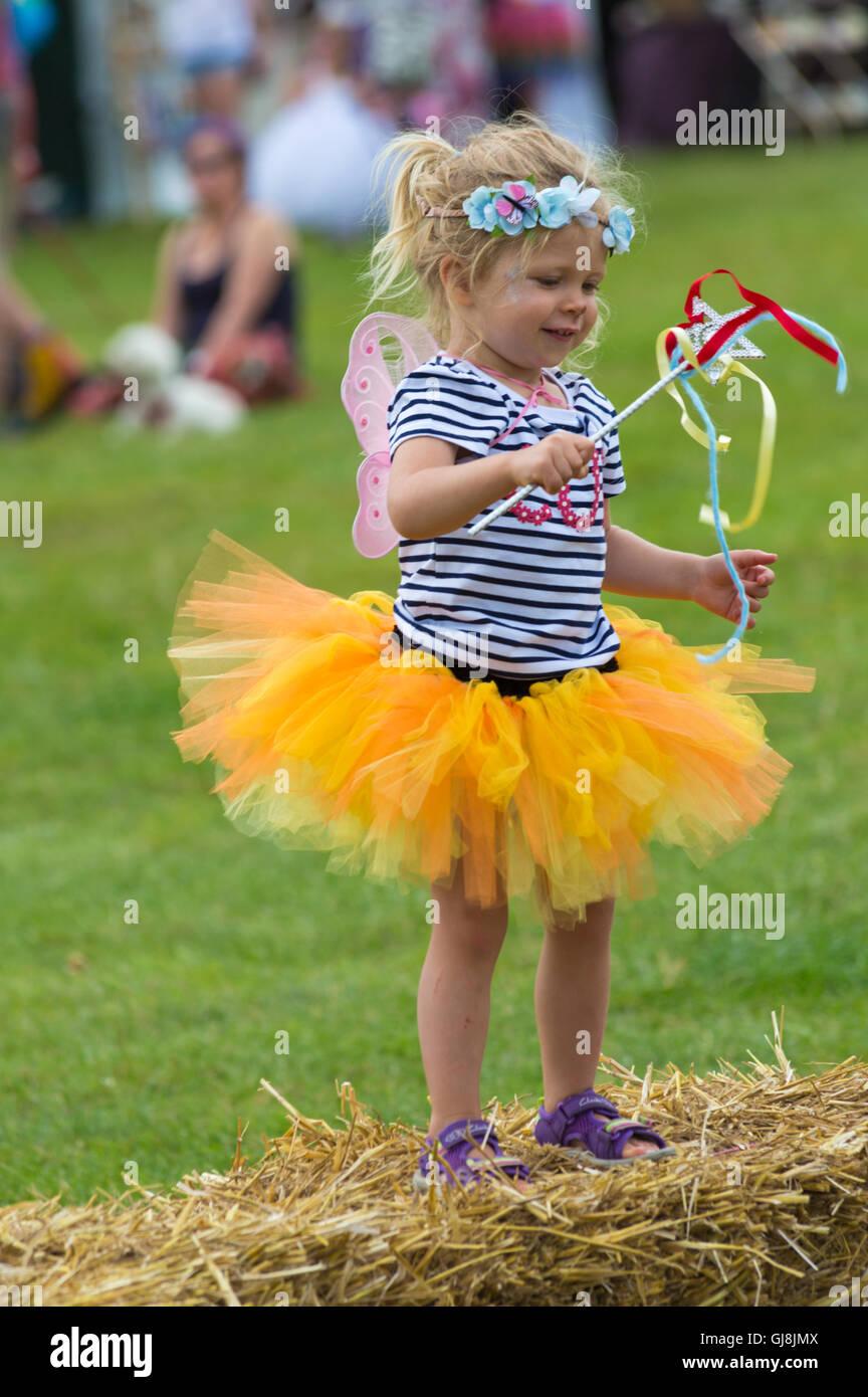 Burley, Hampshire, UK. 13. August 2016. Junges Mädchen gekleidet als Fee an der New Forest Fairy Festival, Burley, Stockfoto