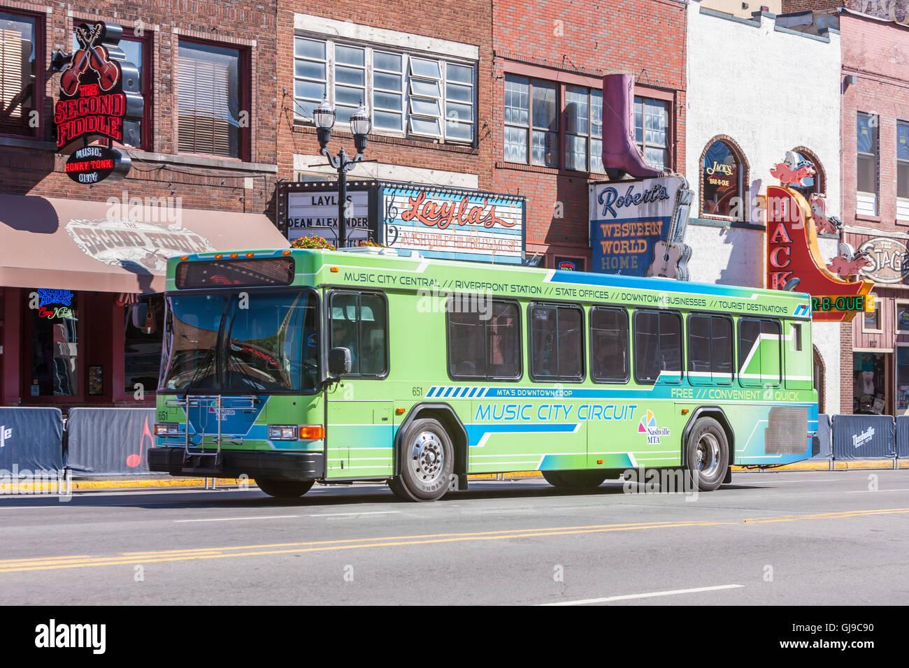 Ein kostenloser Musik Stadtkurs Zirkulator Bus in der Honky Tonk Bezirk von Nashville, Tennessee. Stockbild