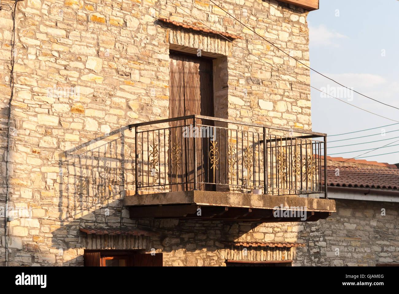 Alten Balkon Mit Der Rustikalen Holztur An Der Fassade Des Alten