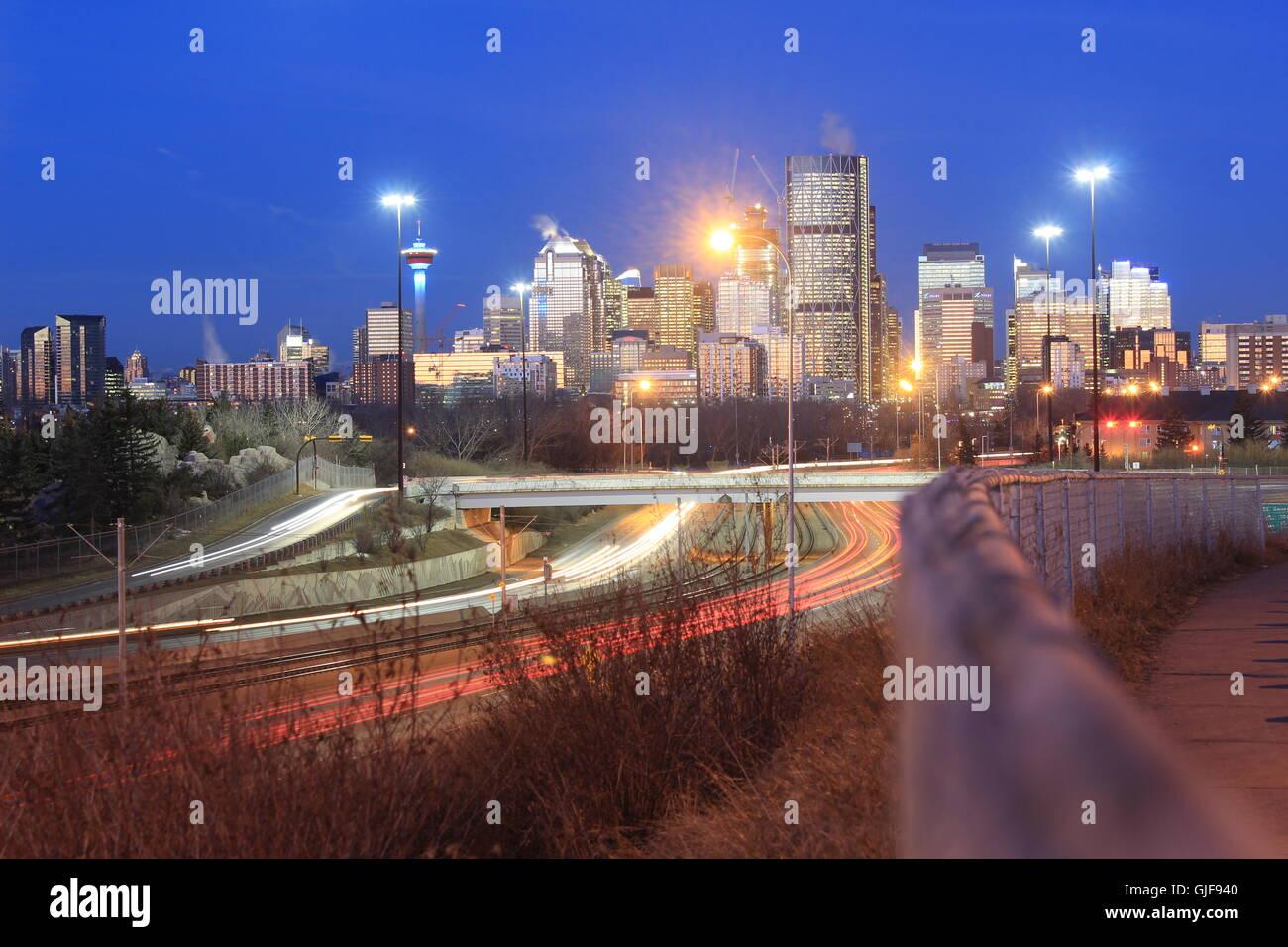 Die Innenstadt von Calgary im morgendlichen Berufsverkehr Stockbild