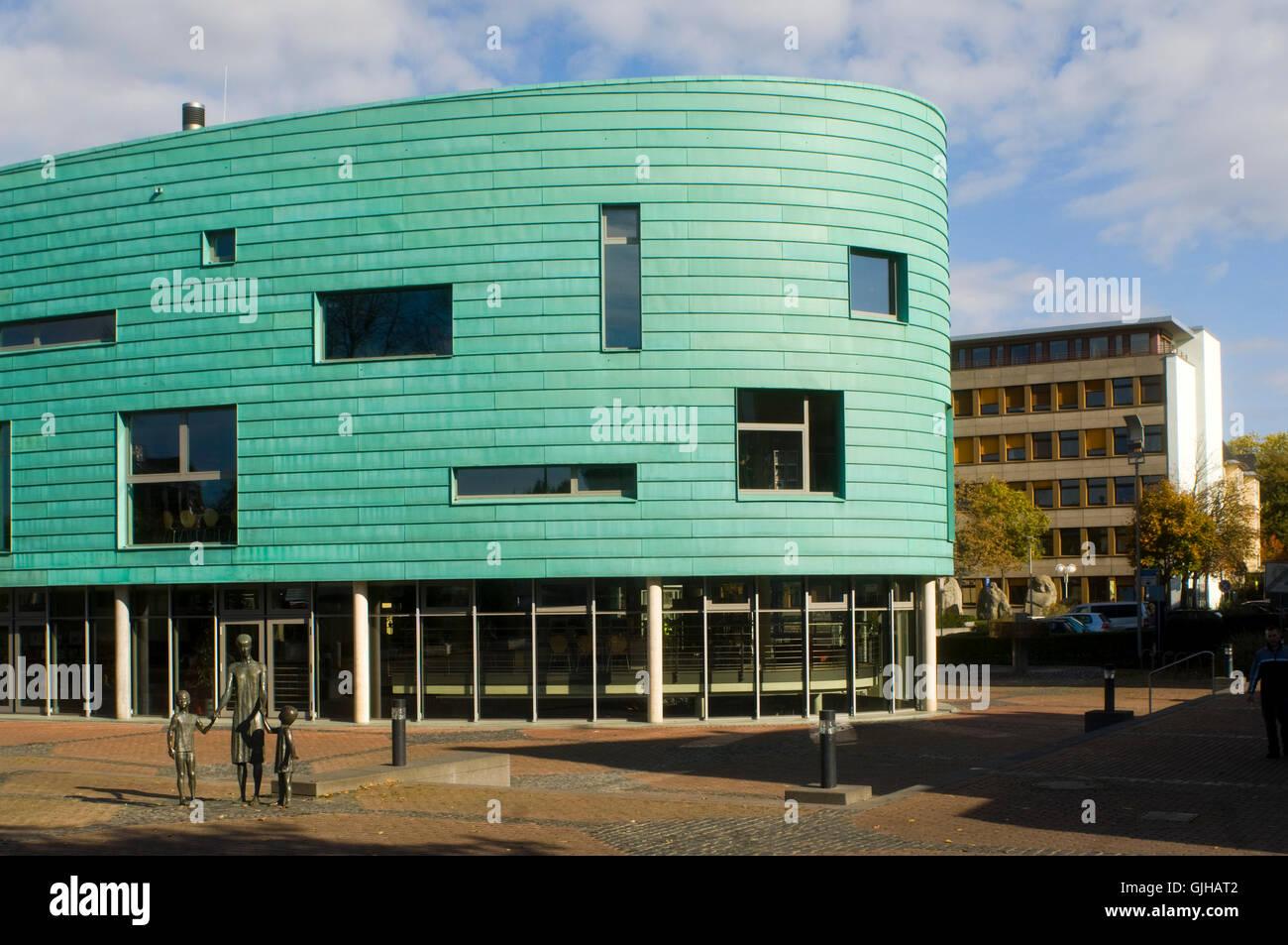 BRD, Deutschland, NRW, Bergheim, Kultur-Und Medienzentrum Medio Rhein-Erft, Im Hintergrund Das Rathaus Stockbild
