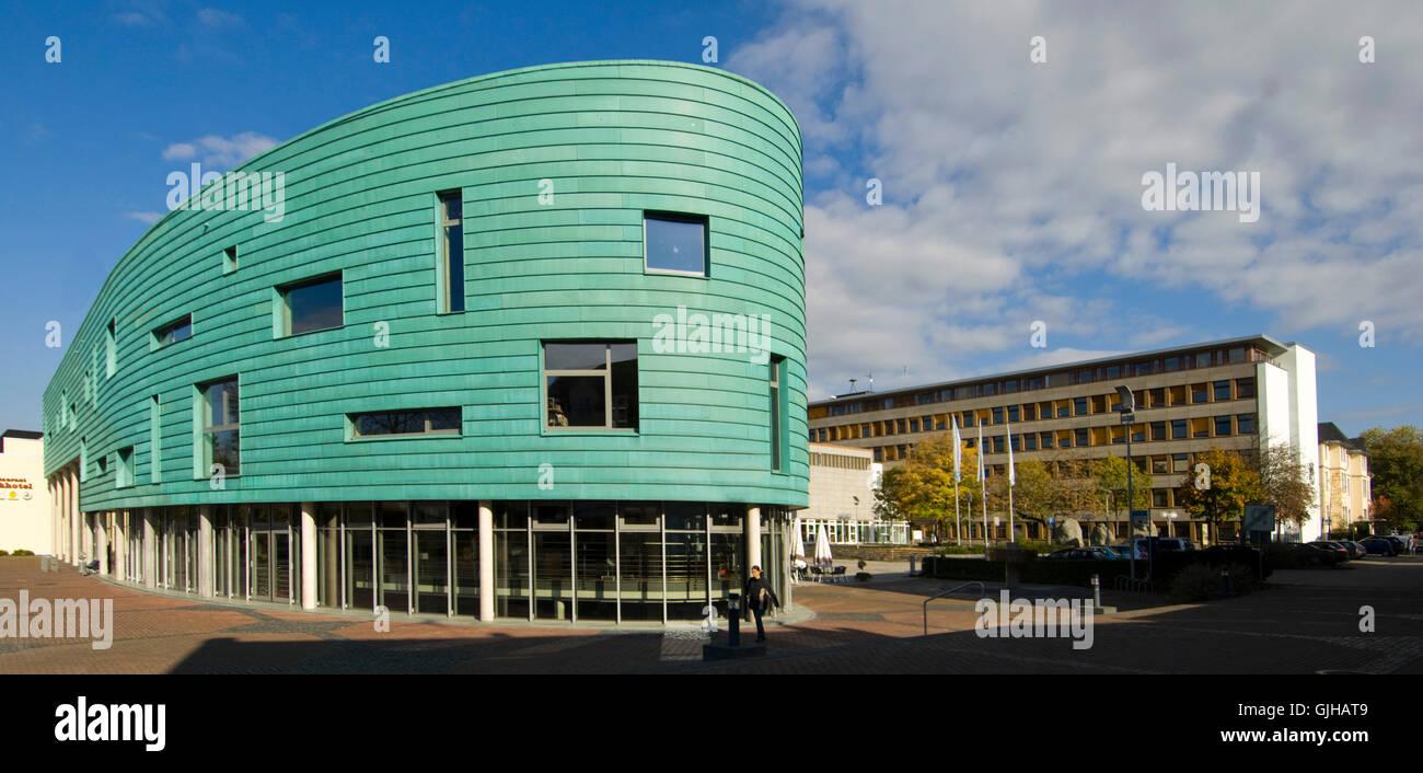 BRD, Deutschland, NRW, Bergheim, Kultur-Und Medienzentrum Medio Rhein-Erft, Rechts Das Rathaus Stockbild