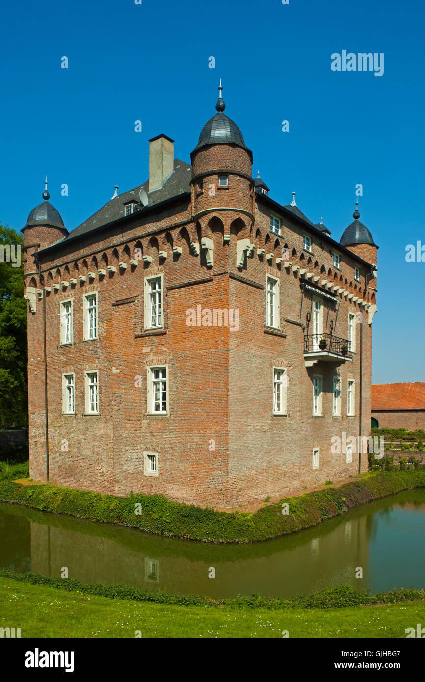 Deutschland, Nordrhein-Westfalen, Kreis Bergheim, Kerpen, Schloss Loersfeld. Das Schloss Wurde Im 15. Jahrhundert Stockbild