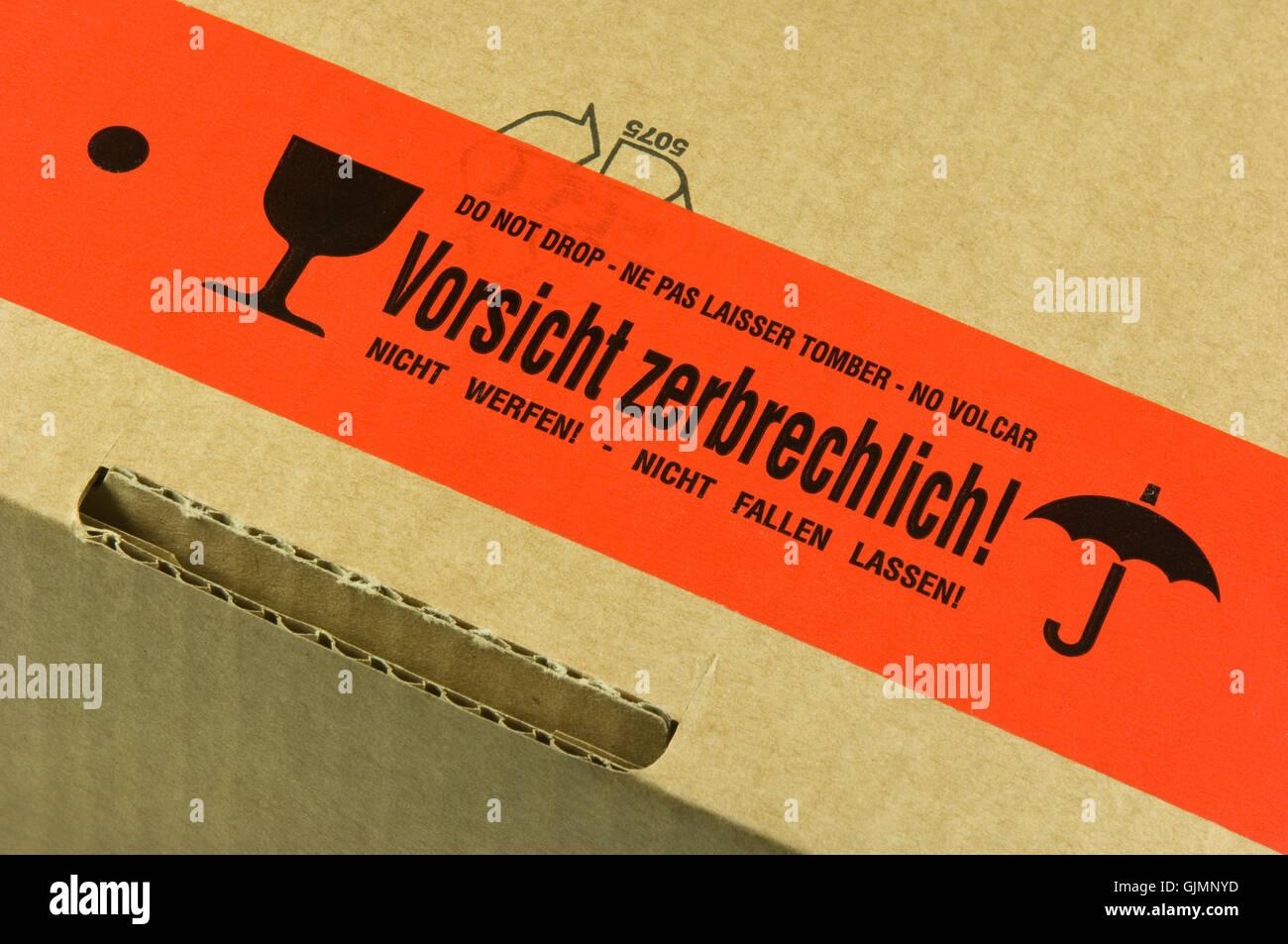 Paket Mit Aufkleber Vorsicht Zerbrechlich Stockfoto Bild