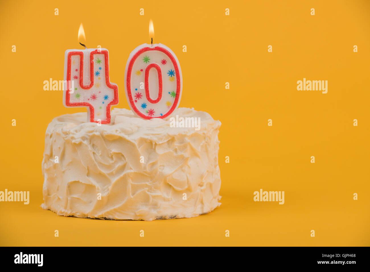 Weiss Mattiert Kuchen Mit 40 Kerzen Stockbild