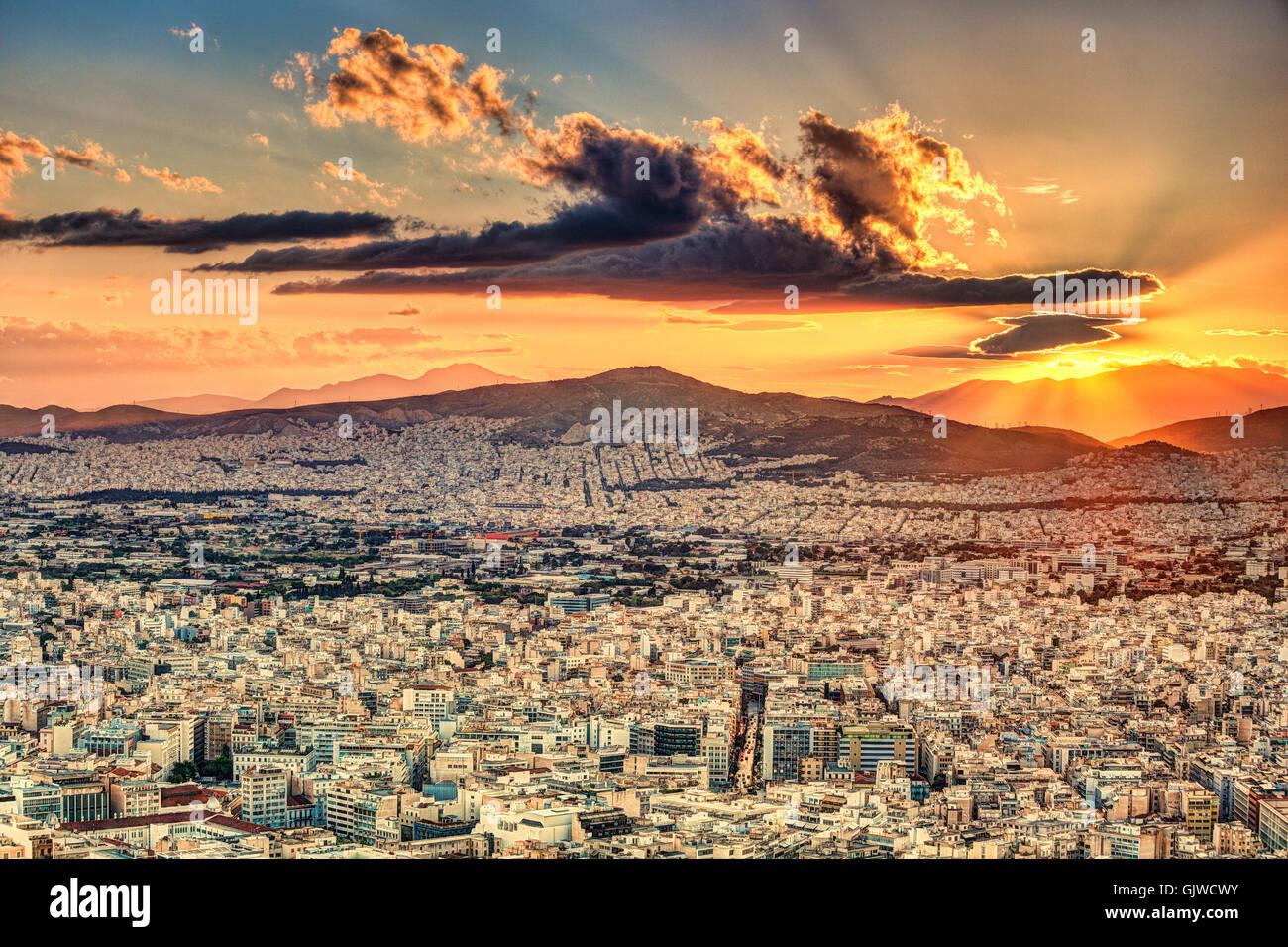 Der Sonnenuntergang über Athen-Becken, Griechenland Stockbild