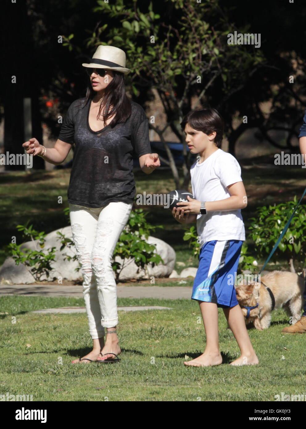 Lauren Silverman Genießt Den Tag Im Park Mit Ihren Beiden Söhnen