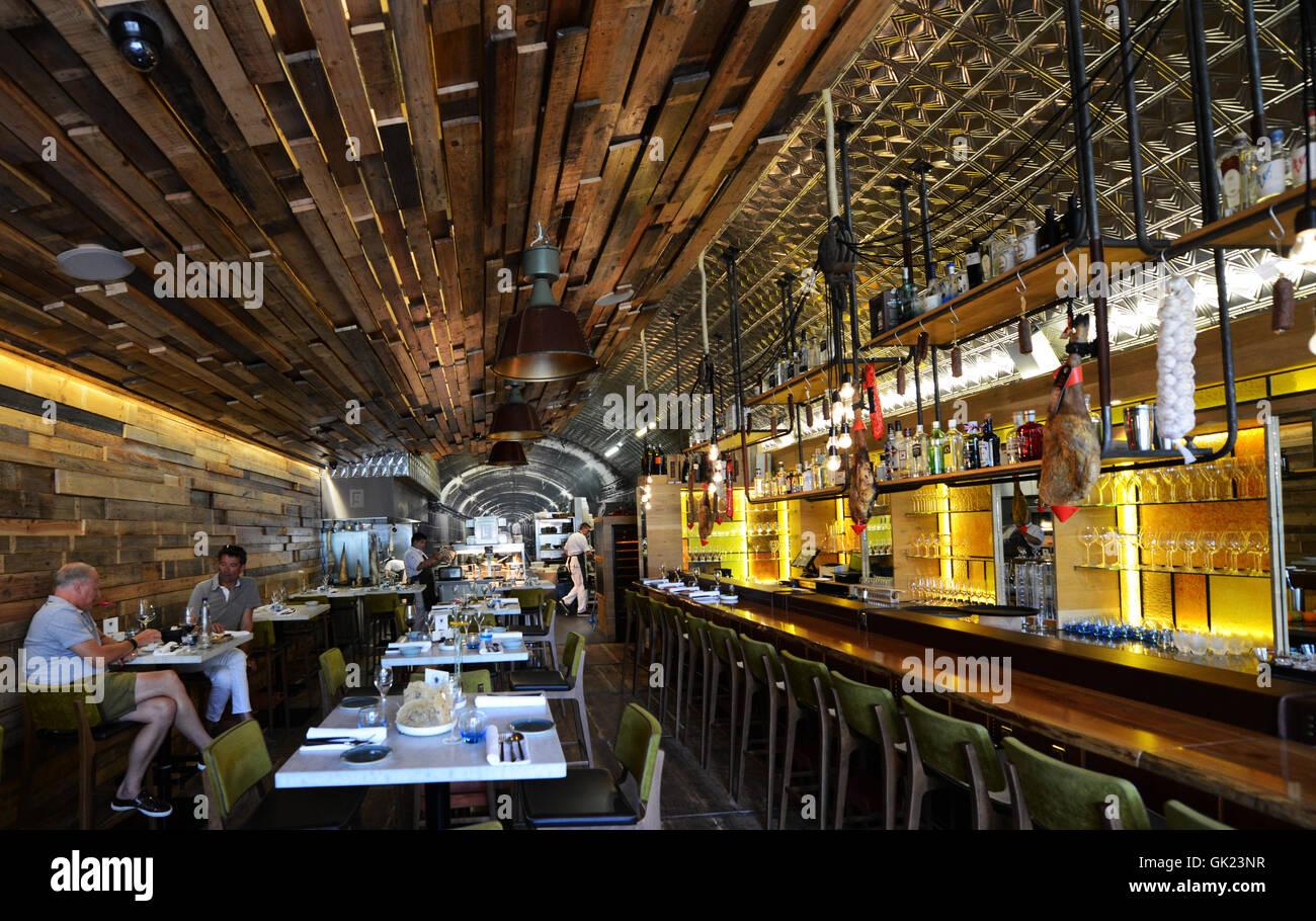 Das schöne Interieur des stilvollen FG Essen Labs Restaurant in ...