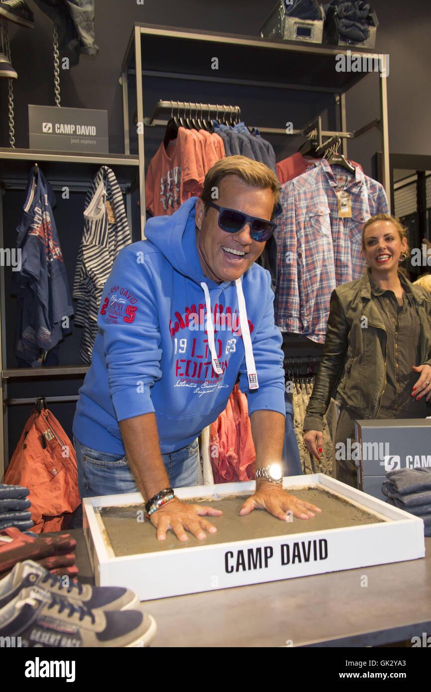 superior quality sells new arrive Dieter Bohlen öffnet der neue Store von Camp David