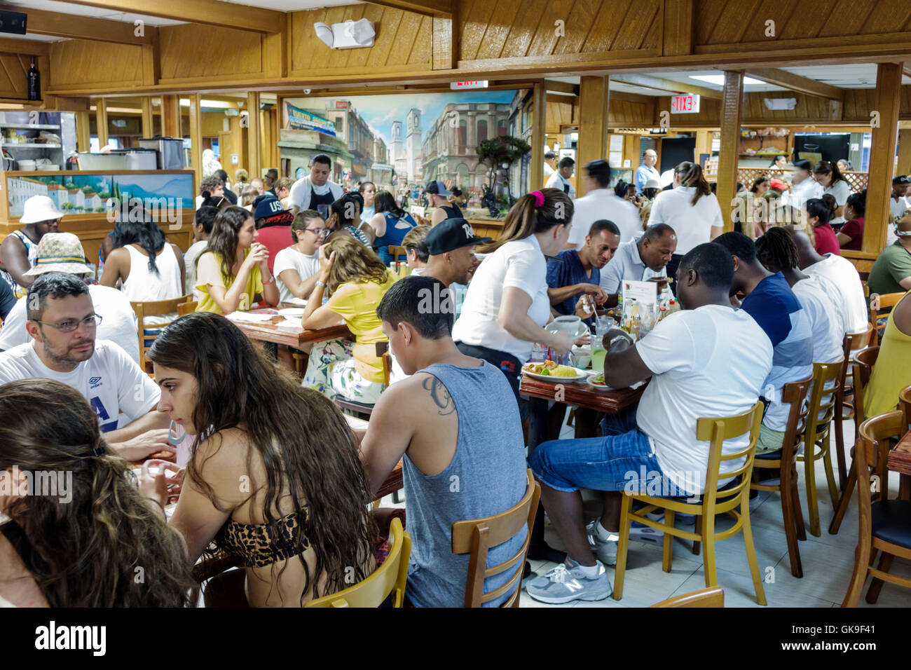 Miami Beach, South Beach Collins Avenue Puerto Sagua Restaurant business Restaurant casual kubanische Küche Ethnic Stockfoto