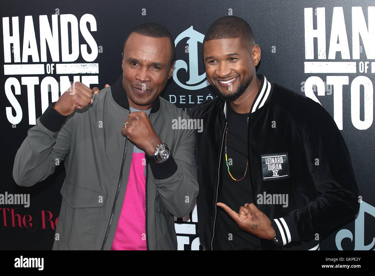 "New York, USA. 22. August 2016. Sugar Ray Leonard und Usher Raymond IV bei den ""HANDS OF STONE"" Premiere am SVA Stockfoto"