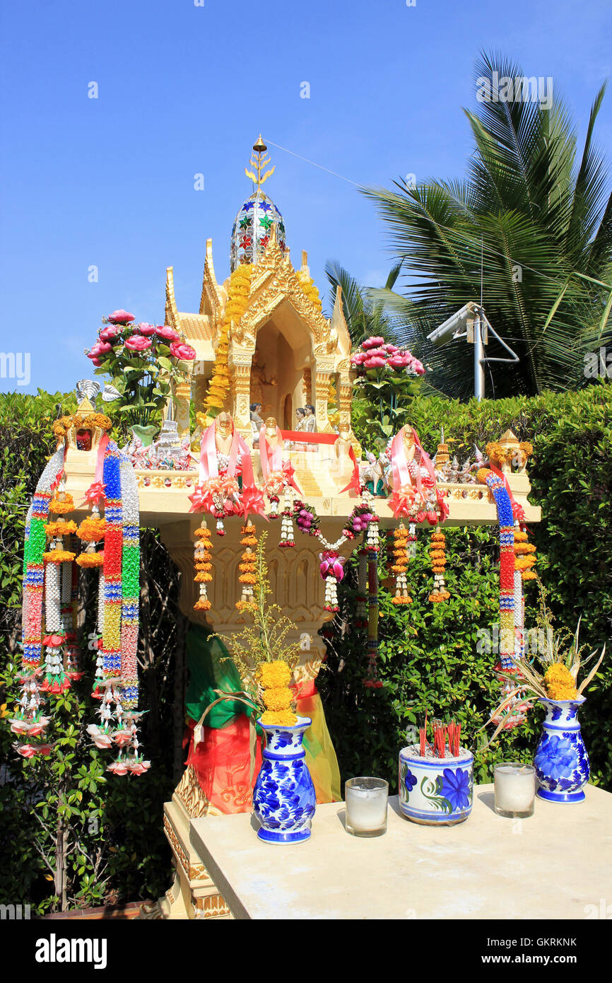 Buddhist spirit house stockfotos buddhist spirit house for Traditionelles thai haus