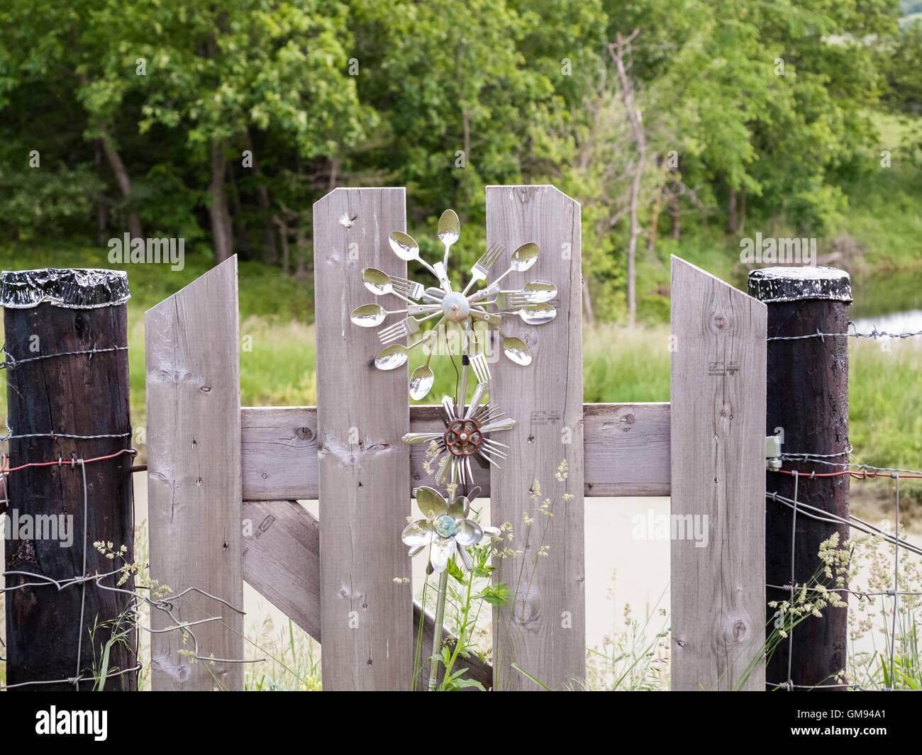Besteck Loffel Und Gabeln Auf Zaun Und Tor Besteck Blume