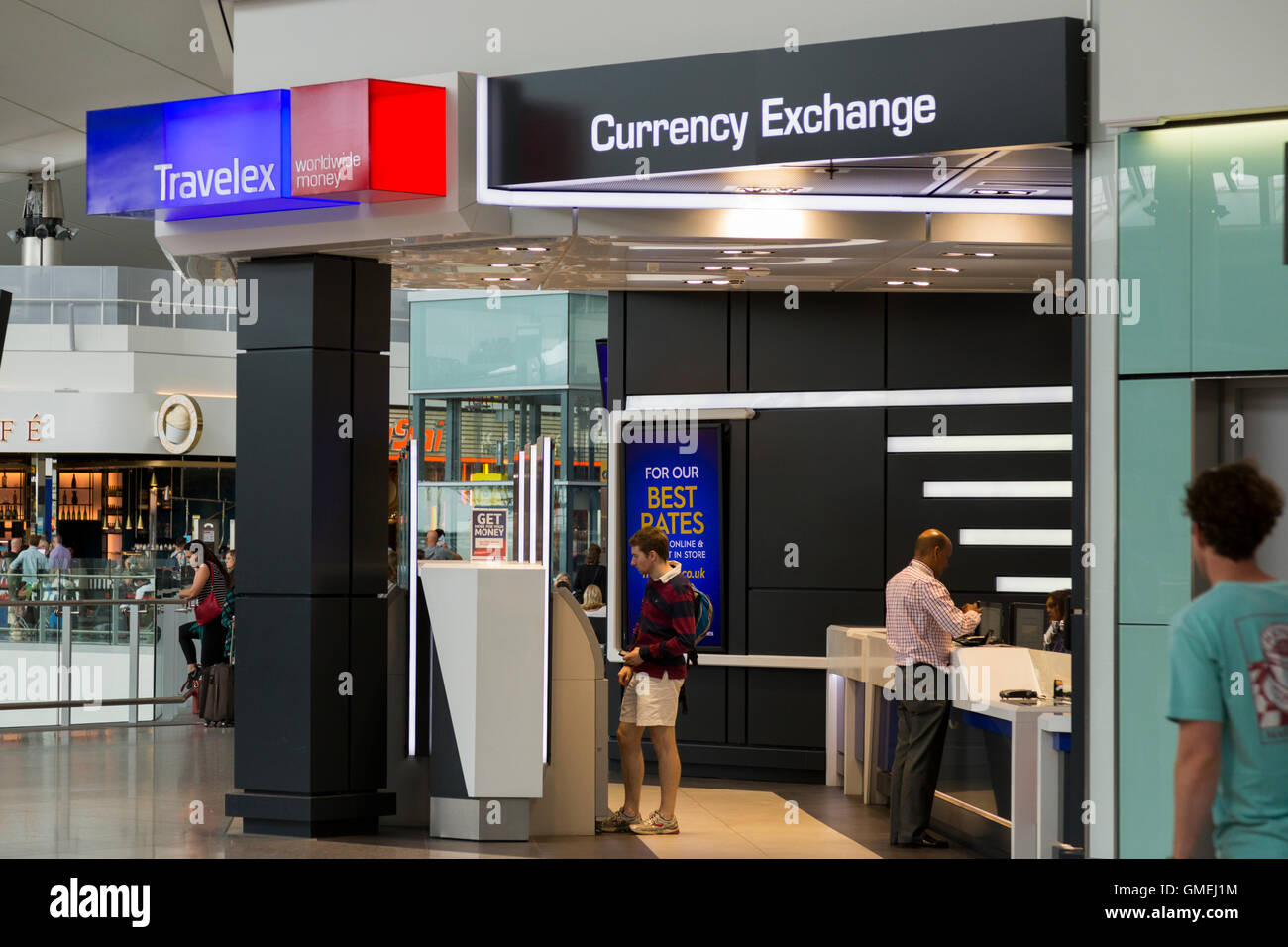 Bureau de change office von travelex am heathrow airport terminal