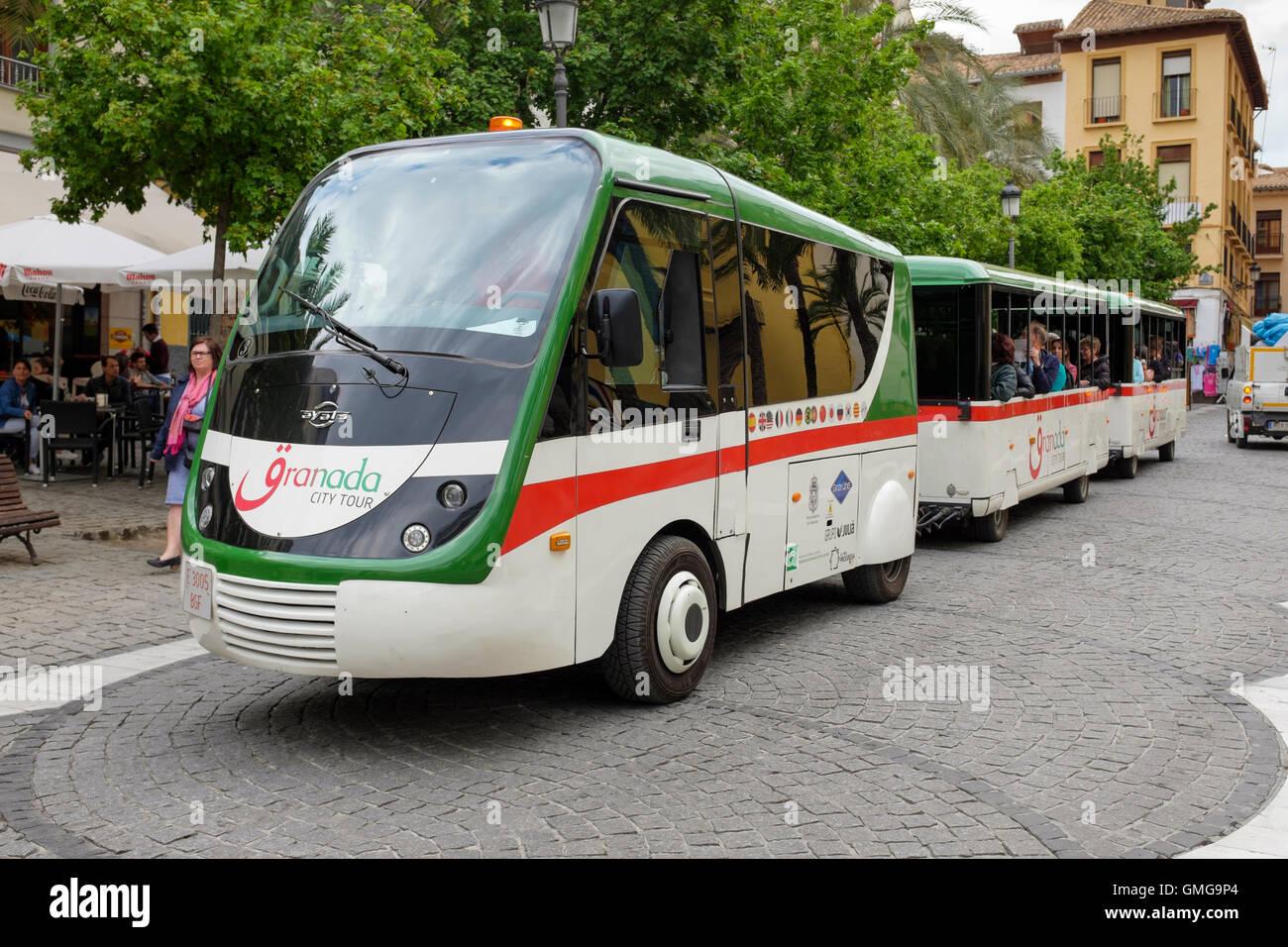 Ein Granada City Tour Bus Und Kutschen Stockfoto Bild 115914236