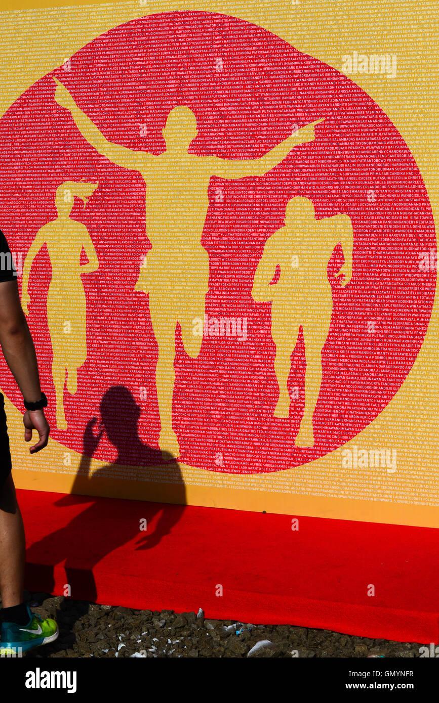Schatten der Mann und riesigen Kulisse zur Veranschaulichung Läufer in einem Wettkampf teilnehmen. © Reynold Stockbild